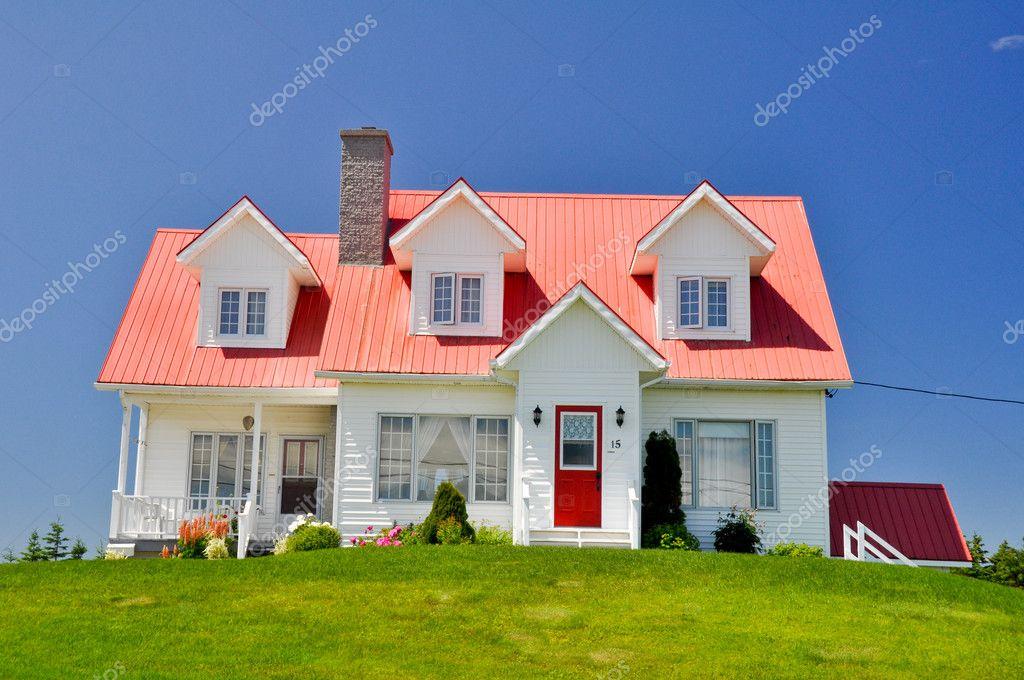 Maison typique au qu bec canada photo ditoriale 8637659 for Photo de maison au canada