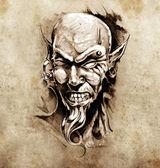 Fotografia schizzo dellarte del tatuaggio, testa di diavolo con piercing