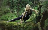 Elf dívka v letní dřevo