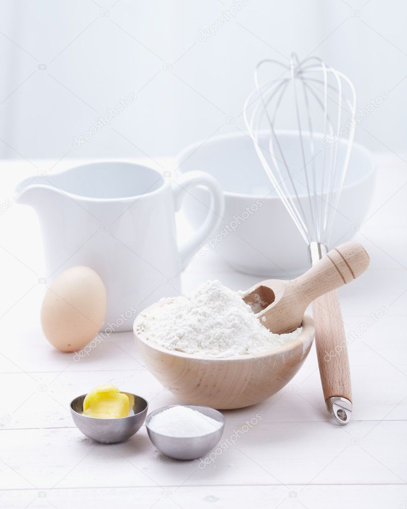 taart hulpmiddelen ingrediënten en hulpmiddelen voor het maken van een taart, meel  taart hulpmiddelen