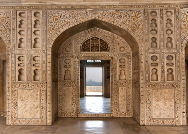 Decorated marble wall frames gate and door at Agra Fort Palace i