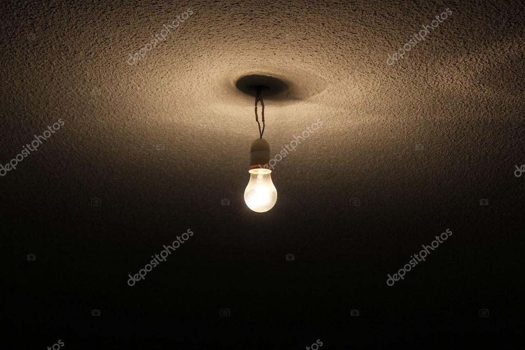 ein Draht-Lampe an der Decke aufgehängt — Stockfoto © malekas #10693550
