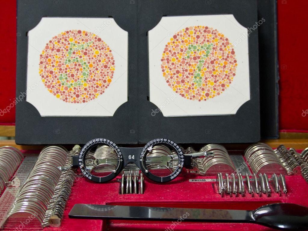 lente de Optometría, anteojos y prueba de daltonismo — Foto de stock ...
