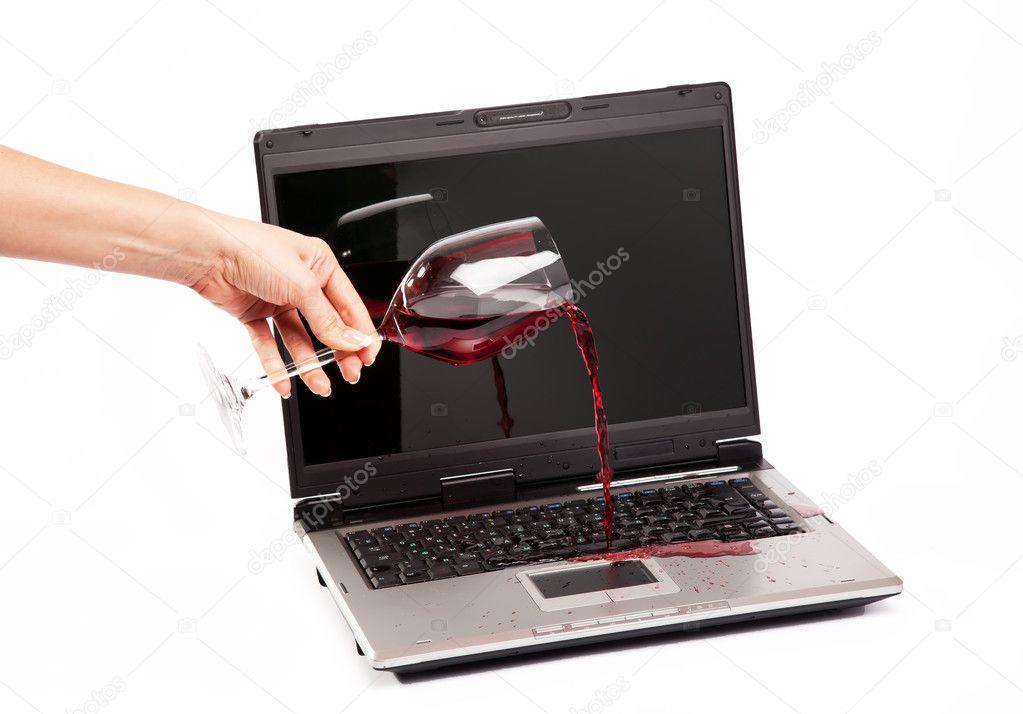 Vino derramado en el teclado del ordenador port til foto - Foto teclado ordenador ...