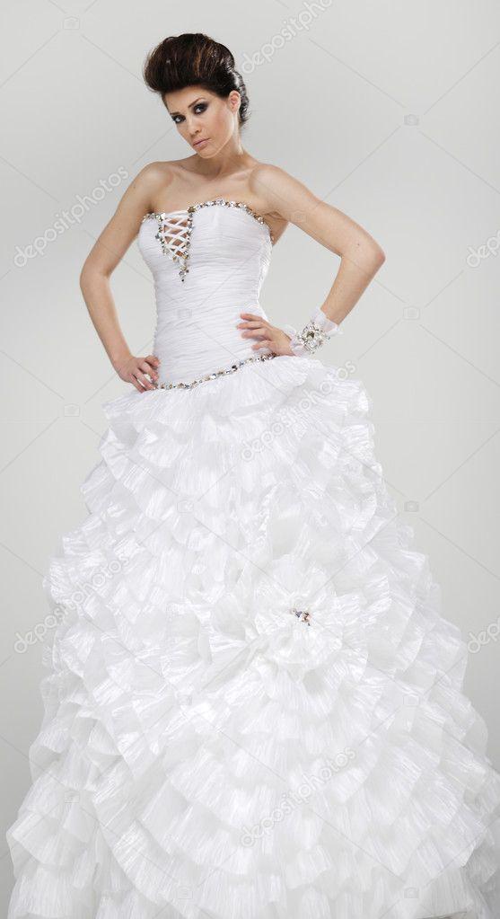 f969ab8903 Klasszikus esküvői ruha a gyönyörű menyasszony — Fotó szerzőtől ...