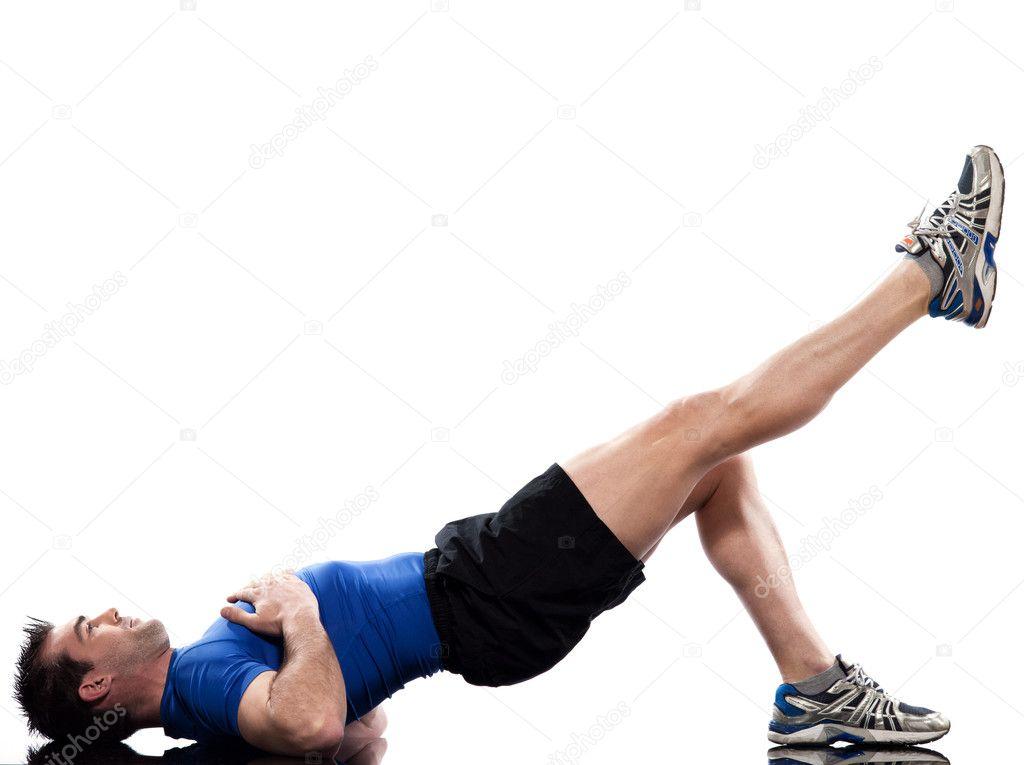 Hombre haciendo la postura de entrenamiento sobre fondo blanco aislado —  Foto de STYLEPICS 8804d0ac991b