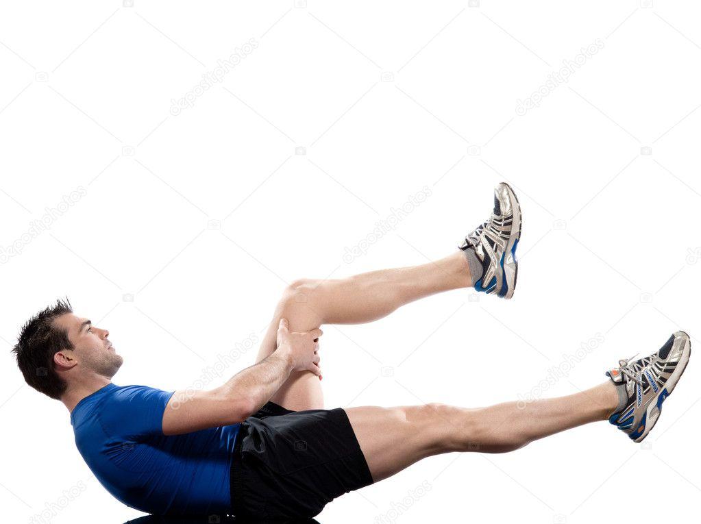 Hombre en postura de ejercicios abdominales sobre fondo blanco — Foto de  STYLEPICS 3f356c9e994e
