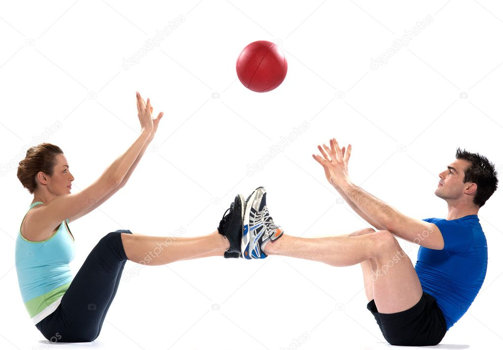 Couple femme homme fitness ballon exercice — Photographie STYLEPICS © #9002074