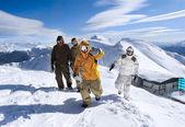snowboardistů v horách