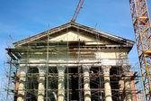 Fotografia restauro di un antico edificio classico