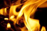 Feuer brennt