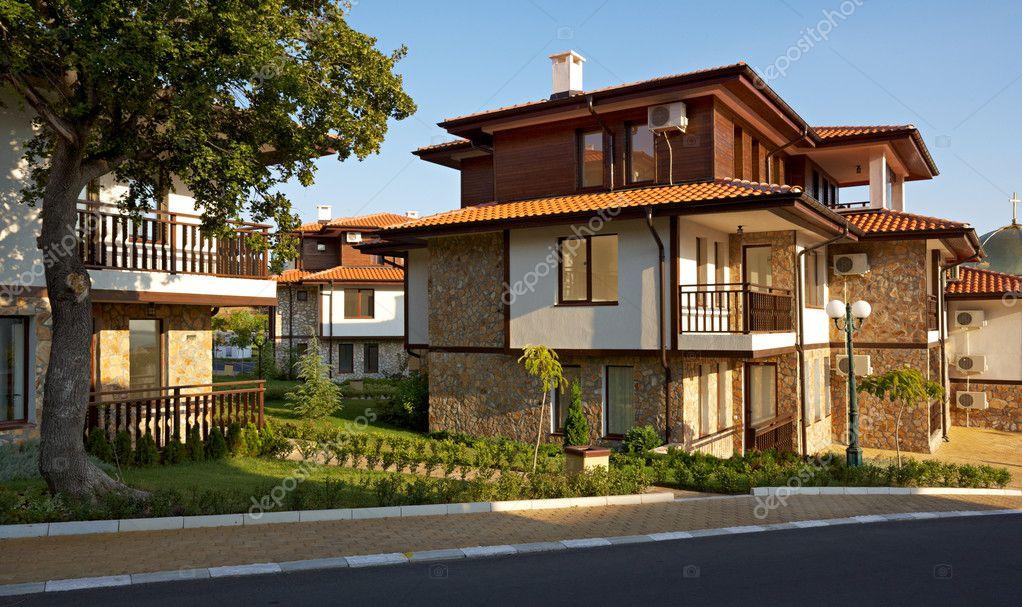mooie huizen in sveti vlas, bulgarije – redactionele stockfoto