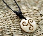 Amuleto in legno