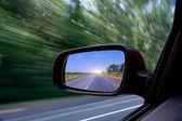 rozmazané akce od vozu při vysoké rychlosti