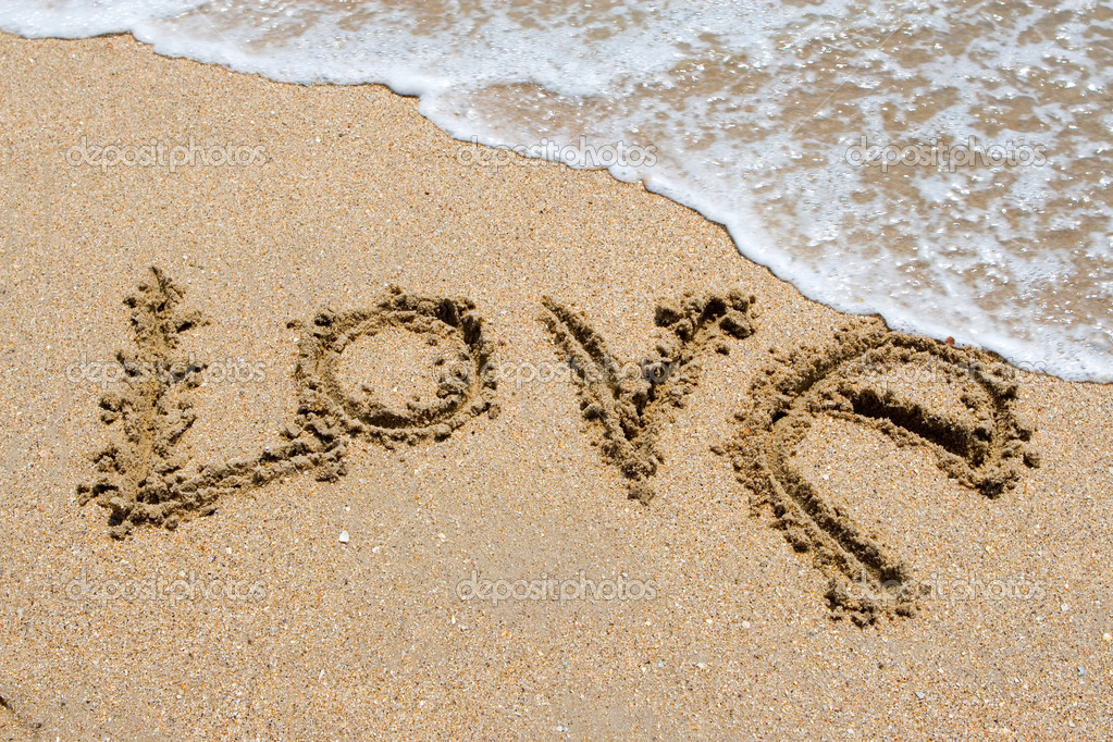 La Palabra Te Amo Escrito En La Arena: Te Amo Escrito En La Playa De Arena