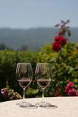 két pohár vörösbor