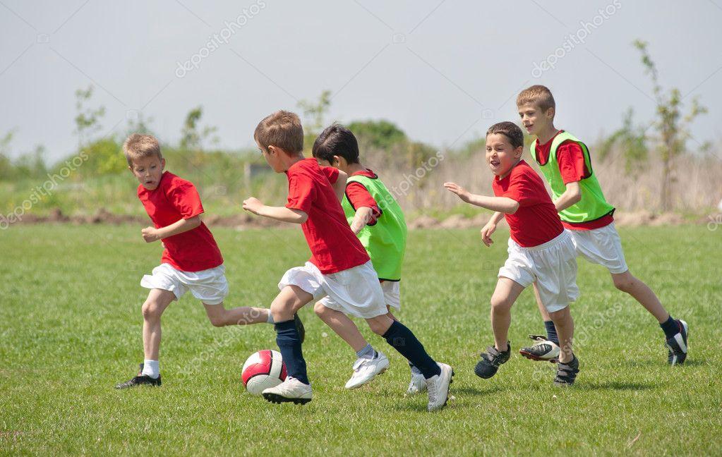 Ninos Jugando Al Futbol Foto De Stock C Fotokostic 10365624