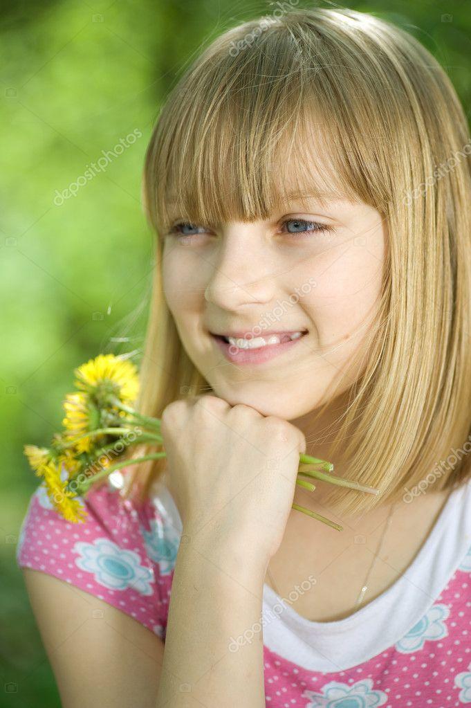 Teeny Girl Outdoor auf der Baustelle Gefickt