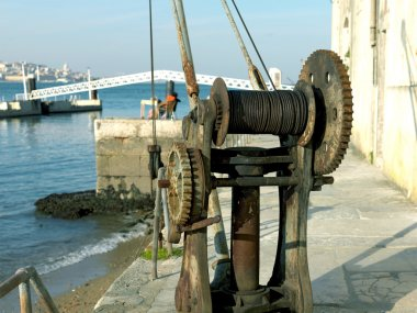 Winch, older, river tejo in lisbon