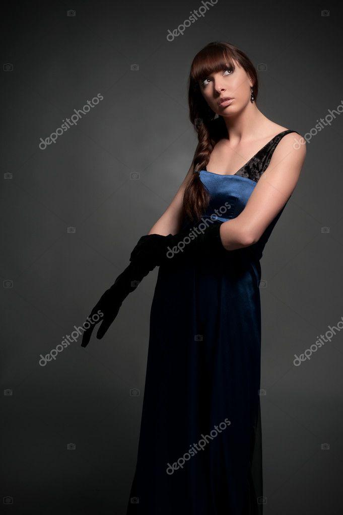 46bb6dcacbdf bella ragazza in abito da sera — Foto Stock © Alex-ko  9662205