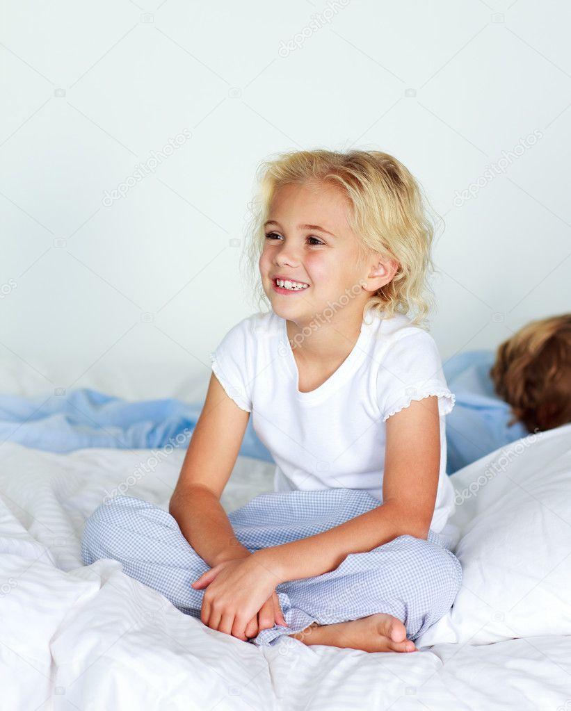 Видео она трахнул пьяную брат пока сестру спала