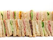 un piatto di panini triangolare