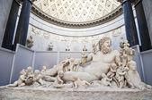 Fotografia statua romana nei musei Vaticani a Roma
