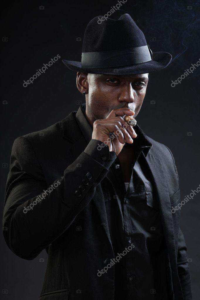 Schwarzer Mann Mit Hut Und Zigarre Rauchen Stockfoto C Ysbrand