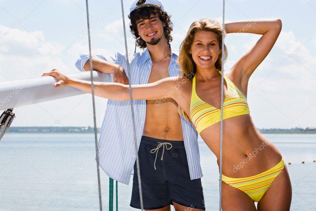 целями задачами две девушки и парень отдыхают на яхте считалось, что