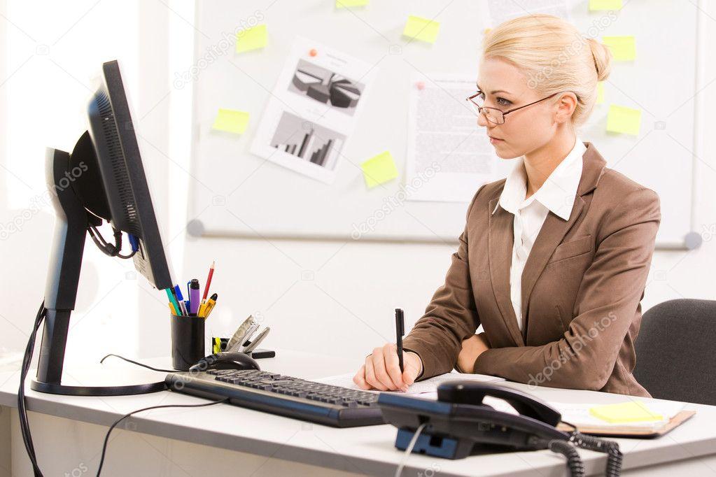 фото секретарши в офисе