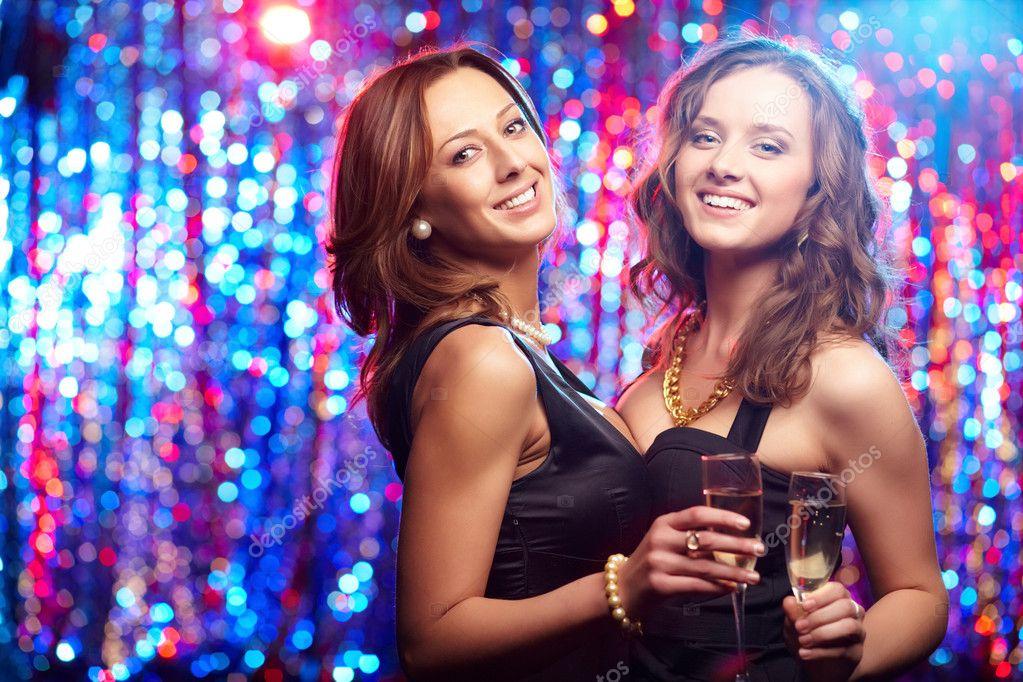 возбужденные девушки на вечеринках