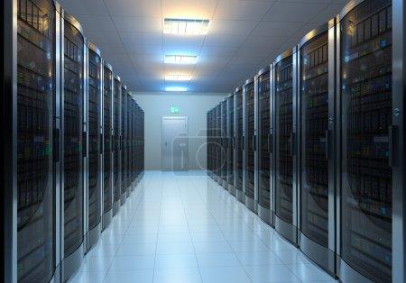 Foto de Interior moderno de la sala de servidores en datacenter - Imagen libre de derechos