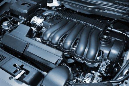 Photo pour Le puissant moteur de la voiture moderne - image libre de droit