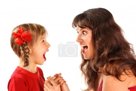 Photo pour Mère avec fille criant à l'autre. - image libre de droit