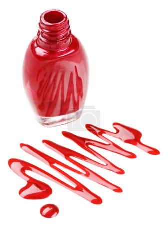 Photo pour Bouteille de vernis à ongles rouge avec des échantillons de gouttes d'émail, isolé sur blanc - image libre de droit