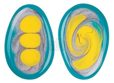 Photo pour Vernis à ongles (émail) échantillons multicolores mélangés, isolés sur blanc - image libre de droit