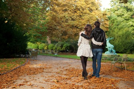 Dating couple in the Luxembourg garden of Paris
