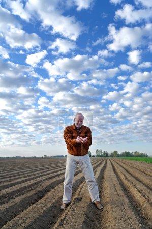 Photo pour Terrain d'essai agronome professionnel sur le terrain . - image libre de droit