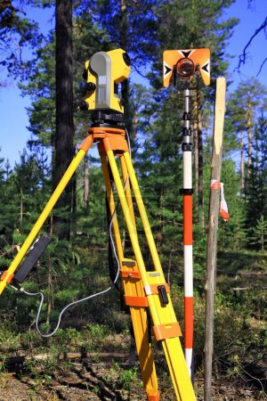 Geodetic instruments