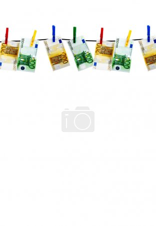 Photo pour Billets séchant sur une corde après la lessive - image libre de droit
