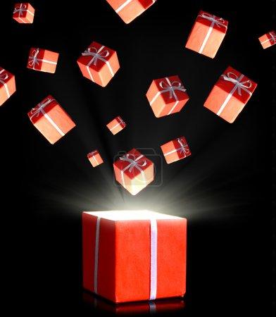 Photo pour Boîtes cadeaux rouges volant dans l'obscurité - image libre de droit