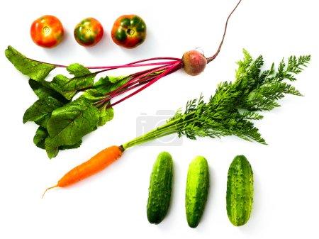 Photo pour Une image de divers légumes frais isolés sur du blanc - image libre de droit
