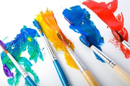 Foto de Stock photo: una imagen de cinco pinceles pintura abstracta imagen - Imagen libre de derechos