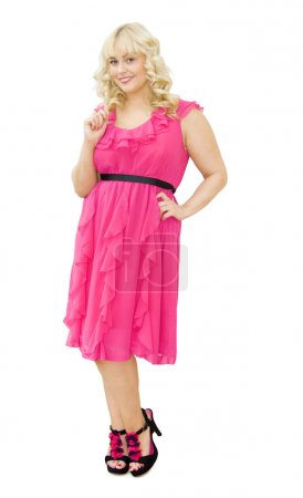 Photo pour Parti en rose - belle jeune femme habillée en robe de cocktail rose, souriant et s'apprête à s'amuser. longueur du corps entier. isolé sur fond blanc. - image libre de droit