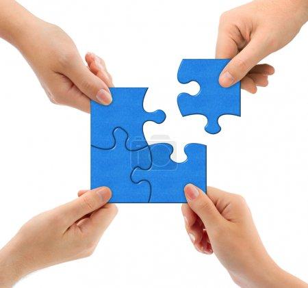 Photo pour Mains et puzzle isolés sur fond blanc - image libre de droit