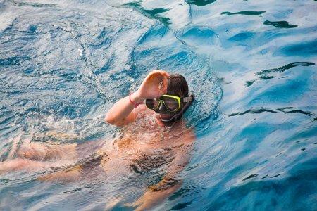 Photo pour Heureux plongeur donnant ok après plongée - image libre de droit
