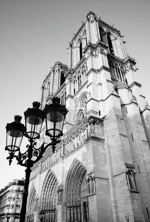 Photo pour Notre Dame de Paris, France. Image en noir et blanc . - image libre de droit