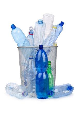 Photo pour Bouteilles plastiques dans le concept de recyclage - image libre de droit