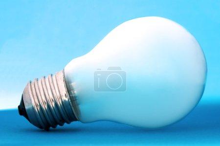Foto de Primer plano de foco sobre fondo azul. - Imagen libre de derechos