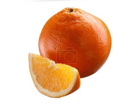 Photo pour Série de nourriture : orange frais et mûr et il tranche - image libre de droit